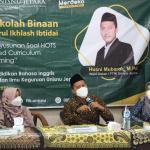 Prodi PBI FTIK Latih Guru SMP Menyusun Soal HOTS Berbasis Hybrid